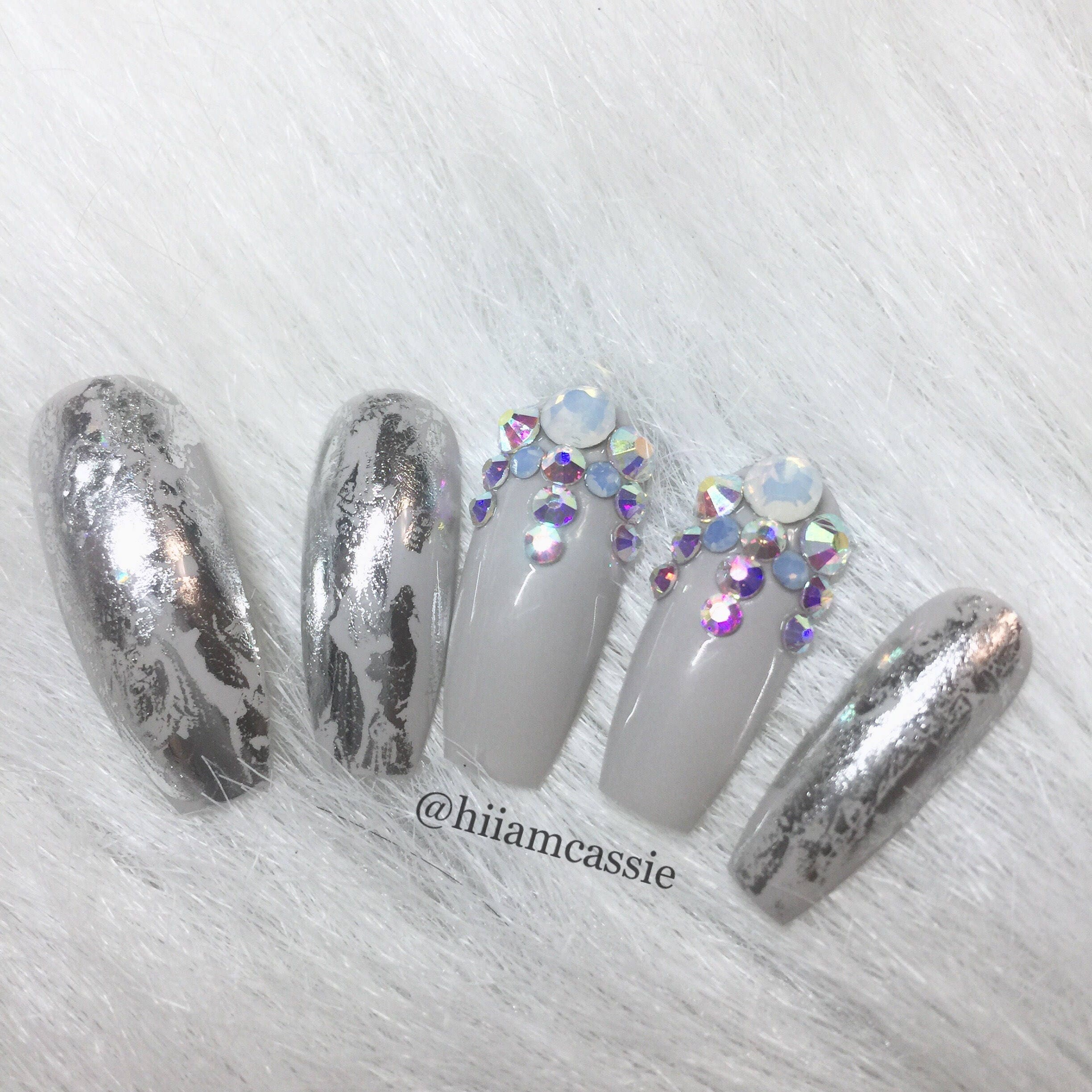 Frozen silver | Press on nails | Fake nails | Coffin nails | Stick ...