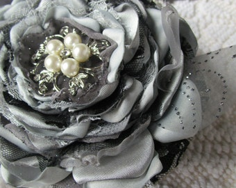 Wedding corsage in gray silver and black, Bridal or Bridesmaids flower corsage, Wrist corsage, Silver fabric flower, Wedding accessory