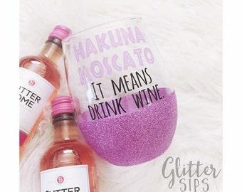 Hakuna Moscato Stemless Glitter Wine Glass // Stemless Wine Glass // Glitter Wine Glass // Glitter Dipped // Moscato Wine // Wine lover