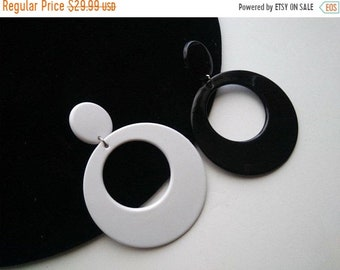 ON SALE Vintage Big Hoop Earrings, Retro Black White Plastic 1970's Collectible Rockabilly Mad Men Mod Jewelry Theater Prop Accessories