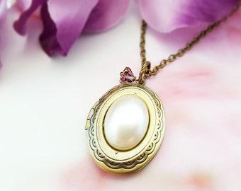 Pearl Locket Necklace, Pearl Oval Locket, Victorian Locket, Gold Locket, Oval Necklace, Pearl Necklace, Brass Locket, Oval Pendant, N6002