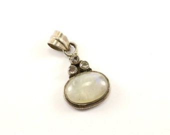 Vintage Beautiful Oval Moonstone Pendant 925 Sterling Silver PD 1570