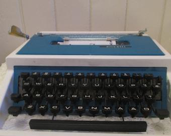 Olivetti-  Working typewriter- Portable typewriters- Home Decor- Office Decor