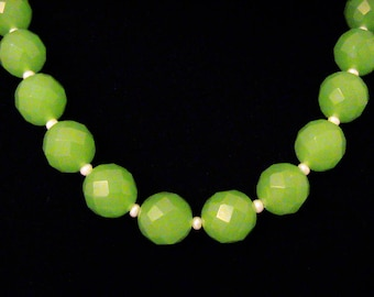 Vintage Apple Green Faceted Bead & Fresh Water Pearl Necklace