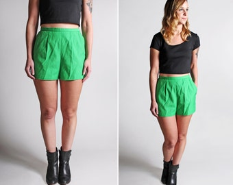 Vintage High Waisted Kelly Green Shorts - Twill Cotton Summer Shorties Fitted 1980's Casual - Size Small