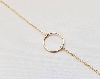Hammered circle bracelet/ Stackable bracelet/ Minimalist jewelry/ Layering chain bracelet/ 14k gold filled/ Rock Elegance