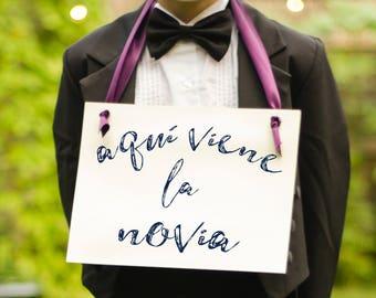 "Aqui Viene La Novia Sign Para Portador Del Anillo Spanish Wedding Sign ""Here Comes the Bride"" en Espanol Ring Bearer & Flower Girl   1629 BW"