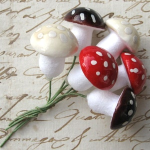 20mm Spun Cotton Mushrooms Red Brown Cream on Floral Wire Germany (6)