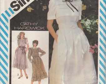 Dress Pattern Pleated Bodice and Skirt Peter Pan Colar 1980s Size 8 Simplicity 5974