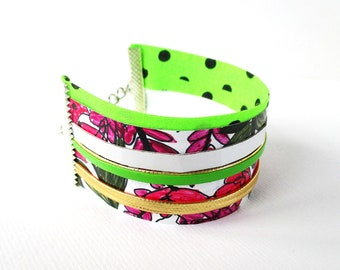 """Paper Bracelet - """"Nicole"""" / Handmade with recycled paper / Hand painted / Gift for woman (3,5 x 16 cm) / Shipping to worldwide."""