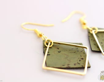 Earrings: vegan leather topped square gold plated 2 cm square