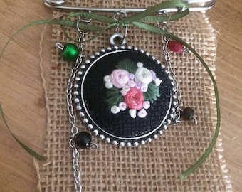 Embroidery Brooch, Hand Embroidery Brooch, Embroidered Jewelry, Brooch Jewelry, Embroidery Gifts, Embroidery Flowers