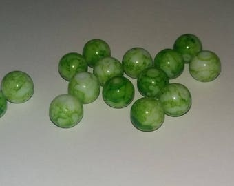 Set of 10 marbled green 10 mm beads