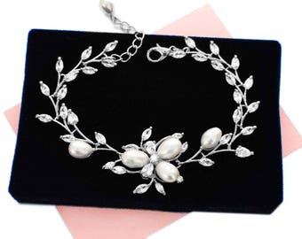Bridal pearl bracelet, bridesmaid bracelet, pearl bridal accessories, wedding jewelry, pearl CZ bracelet, pearl crystal bracelet, B70