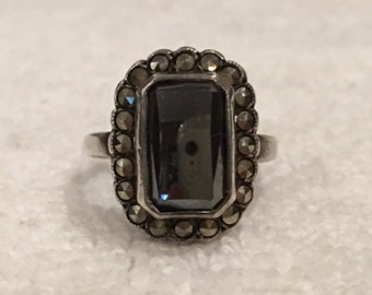 Superb Vintage Sterling SILVER Classic Art Deco Ring-Shinny Rectangular HEMATITE surrounded by MARCASITES-Uk Size K-Us Size 5  1/8- 4.72 gms