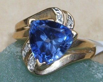 Large Vintage gold ring with Diamonds and Blue Sapphire Spinel