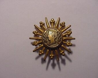 Vntage Gold Tone Metal Brooch    Pretty    E 14