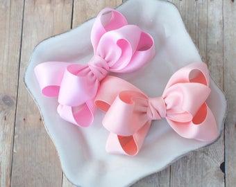 Klassische Schleife im Haar - Wählen Sie Ihre Farbe - rosa und Pfirsich - Krokodilklemmen, Baby-Bögen, Kleinkind-Haar-Clips, handgefertigte Bögen, Mädchen beugt