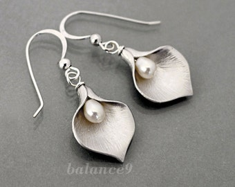 Calla Lily earrings, flower earrings jewelry gift, Sterling silver ear wire, pearl drop dangle, by balance9