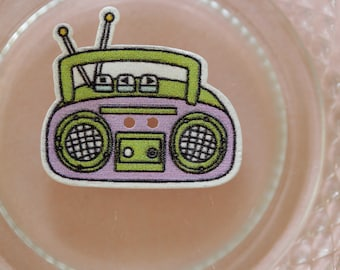 button wood radio K7 purple and green