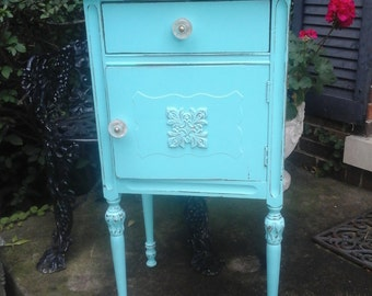Sweet vintage  turquoise chest / table