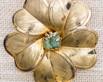 Flower Brooch Vintage Etched Gold Green Cabachon Dimensional Hearts Broach Vtg Pin 7JJ