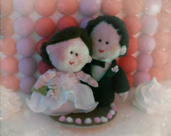 Your Custom wedding cake topper - bride and groom handmade - OOAK felt sculpture made to order Hand made in France
