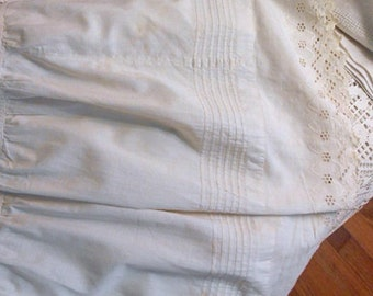 VICTORIAN LADY'S Cotton Summer Skirt Petticoat Long Full, Pleats Scallop Eyelet Bottom Edge, Side Open Sturdy Waist, Antique 1890's Handmade