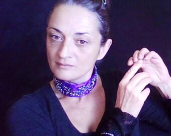 Combiné : ras de cou, épingle à chignon et bracelet.