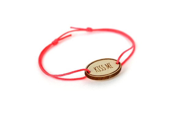 "Oval bracelet with message ""Kiss me"" - Valentine's bangle - wedding jewelry - 25 colors - adjustable bracelet - lasercut maple wood"