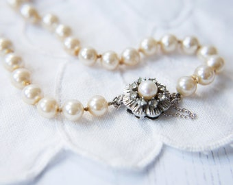 Pearl Necklace, Stunning Vintage 1960's single strand faux pearl necklace