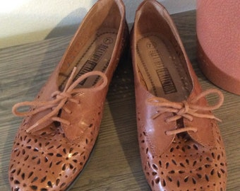 The Leather Collection women's perforated brown leather oxford size 7.5