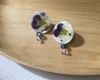 pansy flower earrings, pressed flower earrings, flower dangle earrings, dry flowers gifts, jewelry, shell earrings, Crystal earrings
