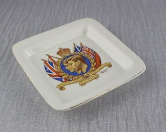 Couronnement de roi George VI Reine Elizabeth 1937 décoratif carré plaque de céramique avec bordure dorée et impression par transfert