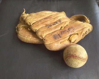 Vintage Baseball glove,  B450 BaseBall sports Made in Japan