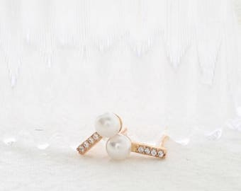 mini bar pearl earring