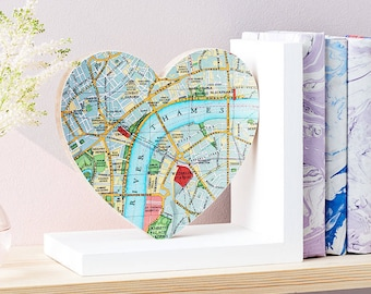 Personalised map Heart Bookend - Map home decor - anniversary gift - wedding gift - map gift -Book lover gift - literary gift