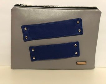 Double strap hand clutch