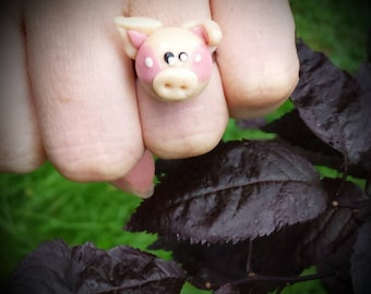 Original and adorable pig ring