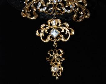 Large Gold Washed Moving Dangle Crystal Vintage Brooch #BKB-VNTG01
