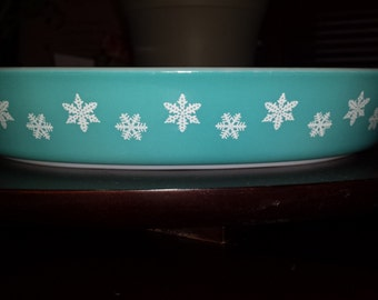 Turquoise Pyrex snowflake divided dish vintage 1.5QT no lid