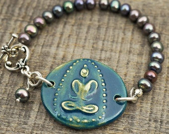 Blue Buddha bracelet, freshwater pearls, ceramic, silvertone, 7 1/4 inches long