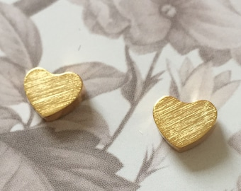 Heart Studs gold - earstuds with in the shape of hearts - minimal, trend, trendy, stainless steel, love, valentine, earrings, goldtone
