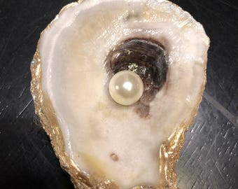 Oyster shell ring/trinket holder
