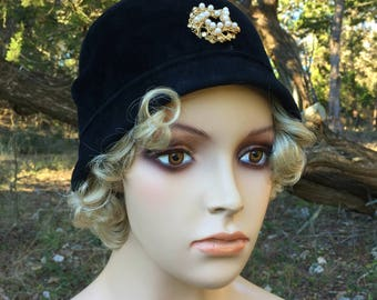 Adorable Vintage Black Cloche Hat
