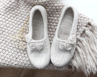 Women slippers, Hygge home slippers, Mothers day gift felted wool slipper from natural beige wool with roses, houseshoes, wool clogs valenki