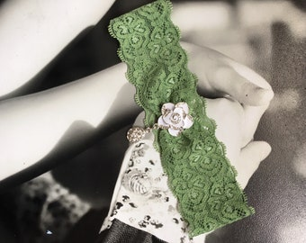 Spring Moss Green Single Wedding Garter With White Flower, Sage Green Dirty Green Single Bridal Garter With Rhinestone Pendant