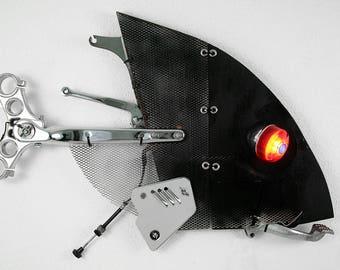 HARLEY FISH scultura da parete con lampada, arredamento moderno, fatto a mano con materiali di recupero, made in Italy