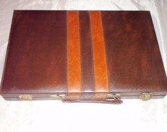 Vintage BACKGAMMON Game COMPLETE set Case briefcase style Brown color 19.5 x 14.50