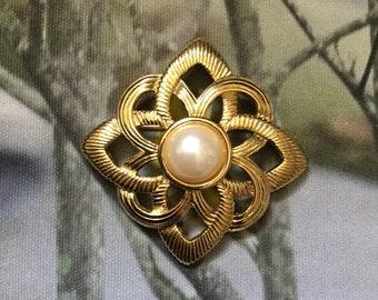 Vintage, gold tone, faux pearl, brooch, mandala pattern